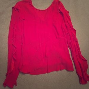 Ruffled blouse with an open lower back